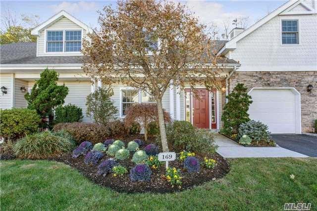 169 Pond View Dr, Port Washington, NY 11050 (MLS #2985989) :: Netter Real Estate