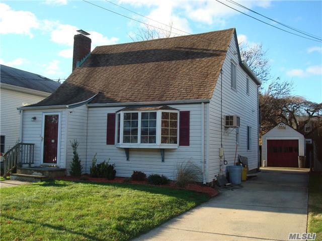 64 Raymond St, Hicksville, NY 11801 (MLS #2986363) :: The Lenard Team