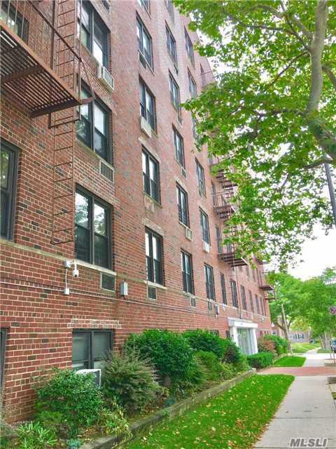 152-72 Melbourne Ave 4H, Flushing, NY 11367 (MLS #2989732) :: Netter Real Estate