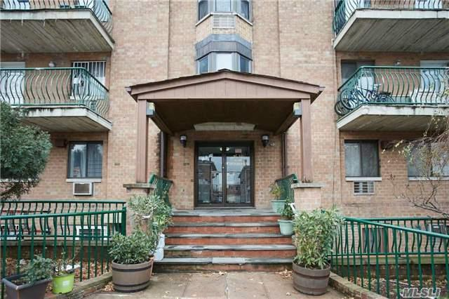 130-14 60th Ave 2D, Flushing, NY 11354 (MLS #2990365) :: Keller Williams Homes & Estates