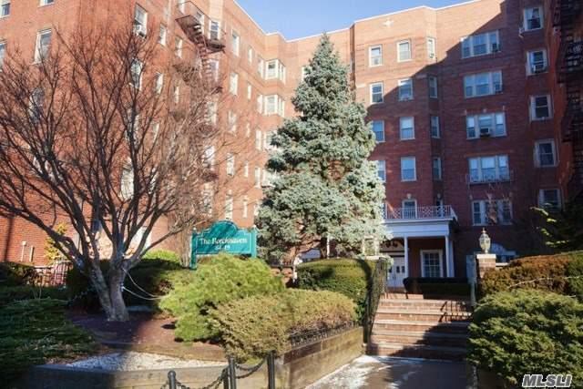 84-49 168 St 5V, Jamaica Hills, NY 11432 (MLS #2995944) :: Netter Real Estate