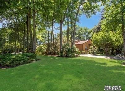 12 Augusta Ln, Manhasset, NY 11030 (MLS #2998268) :: Netter Real Estate