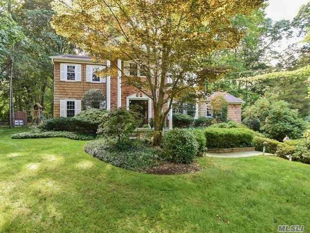 41 Orchard Ct, Woodbury, NY 11797 (MLS #3008533) :: Netter Real Estate