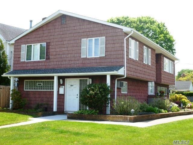 600 Deer Park Ave, Babylon, NY 11702 (MLS #3009760) :: Netter Real Estate