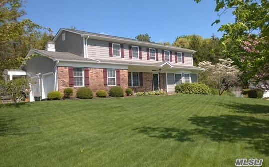 4 Legend Ct, Smithtown, NY 11787 (MLS #3025994) :: Netter Real Estate