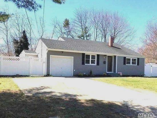 3110 Devon Ave, Medford, NY 11763 (MLS #3027900) :: Netter Real Estate
