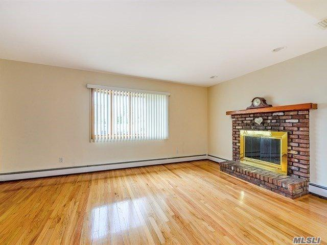 1638 Jefferson Ave, West Islip, NY 11795 (MLS #3028983) :: Netter Real Estate