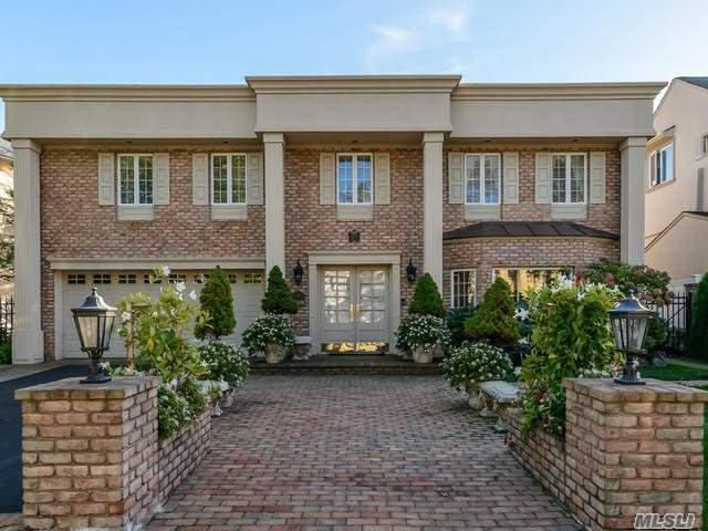 3242 Hewlett Ave, Merrick, NY 11566 (MLS #3040196) :: Netter Real Estate