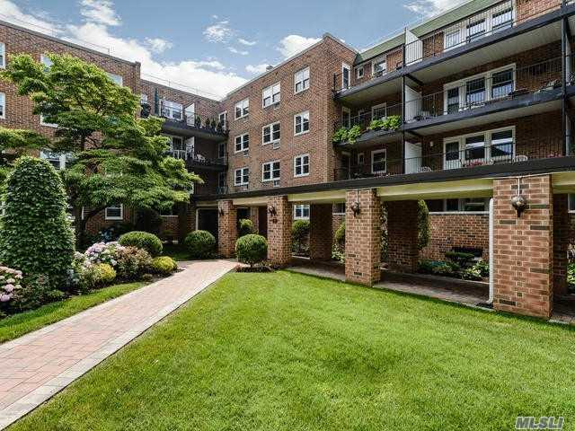 32 Pearsall Ave 3A, Glen Cove, NY 11542 (MLS #3044404) :: Netter Real Estate
