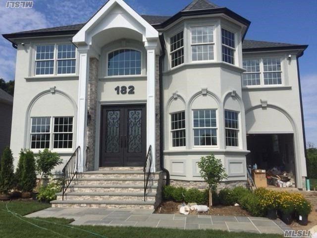 182 Mayhew Ave, Babylon, NY 11702 (MLS #3047272) :: Netter Real Estate