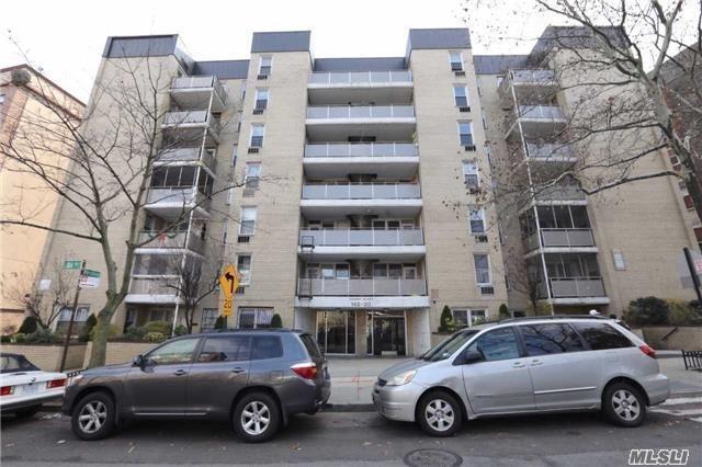 142-20 84th Dr 7E, Briarwood, NY 11432 (MLS #3053848) :: Netter Real Estate