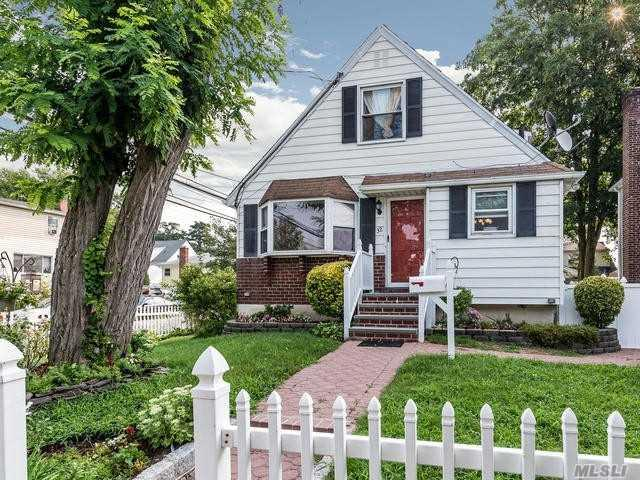 32 Edgewood Rd, Port Washington, NY 11050 (MLS #3057617) :: The Lenard Team