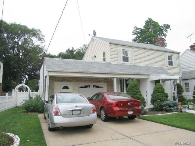 11 Dogwood Ave, Malverne, NY 11565 (MLS #3063478) :: The Kalyan Team