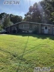 1108 Cassel Ave, Bay Shore, NY 11706 (MLS #3066153) :: Netter Real Estate