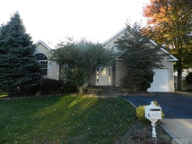 55 Blueberry Ridge Dr, Holtsville, NY 11742 (MLS #3076149) :: The Lenard Team