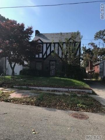 112-06 178 Pl, St. Albans, NY 11412 (MLS #3077687) :: Netter Real Estate