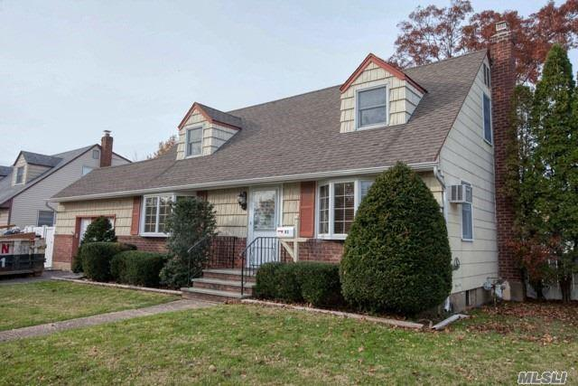 91 W Oak St, Farmingdale, NY 11735 (MLS #3080406) :: The Lenard Team