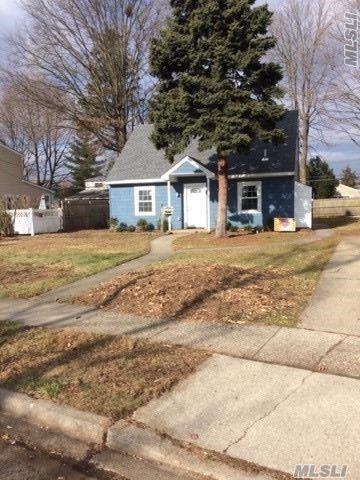 115 Shelter Ln, Levittown, NY 11756 (MLS #3088839) :: Keller Williams Points North
