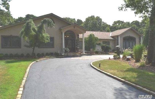 35 Hemingway Dr, Dix Hills, NY 11746 (MLS #3118384) :: Signature Premier Properties