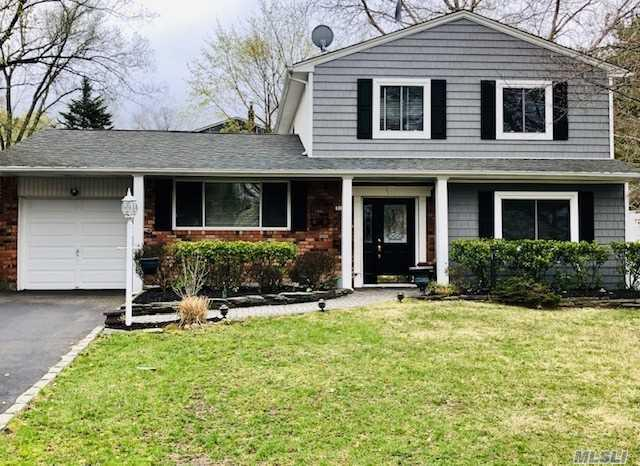 136 Plymouth Blvd, Smithtown, NY 11787 (MLS #3119850) :: Signature Premier Properties