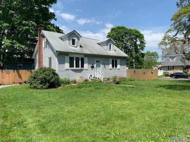 144 Farragut Rd, W. Babylon, NY 11704 (MLS #3130304) :: Netter Real Estate
