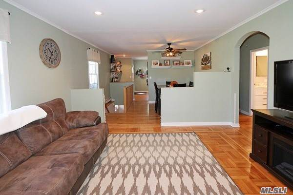 187 Maple Ave, Smithtown, NY 11787 (MLS #3165423) :: Keller Williams Points North
