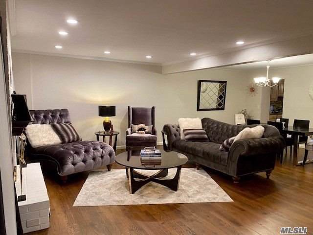 34 The Mews, Syosset, NY 11791 (MLS #3191932) :: Signature Premier Properties