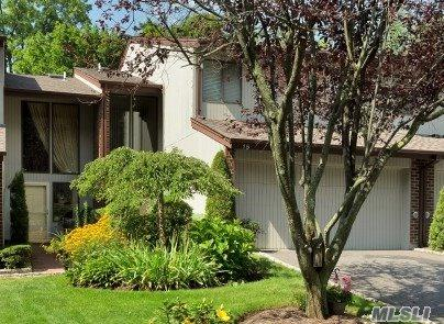15 Club Dr, Jericho, NY 11753 (MLS #2943272) :: The Lenard Team