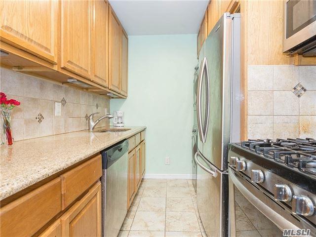163-38 Willets Point Blvd 1st Fl, Whitestone, NY 11357 (MLS #2987684) :: Shares of New York