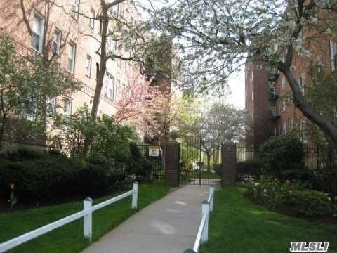 30 Cathedral Ave 1F, Hempstead, NY 11550 (MLS #3001445) :: Netter Real Estate