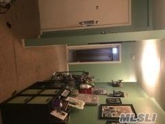 1341 Broadway J-20, Hewlett, NY 11557 (MLS #3006121) :: The Lenard Team