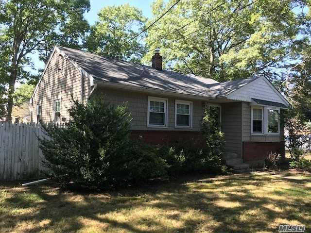 1030 Udall Rd, West Islip, NY 11795 (MLS #3064793) :: Netter Real Estate