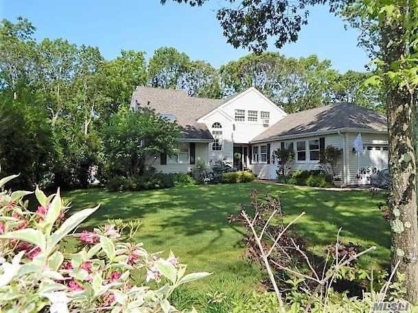 4 Michelle Dr, Shoreham, NY 11786 (MLS #3114085) :: Signature Premier Properties