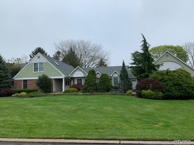 60 Percy Williams Dr, East Islip, NY 11730 (MLS #3115867) :: Shares of New York