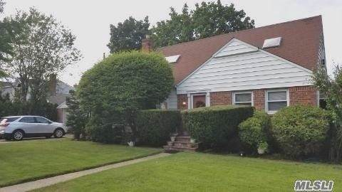 24 Columbine Ave, Merrick, NY 11566 (MLS #3164114) :: Signature Premier Properties
