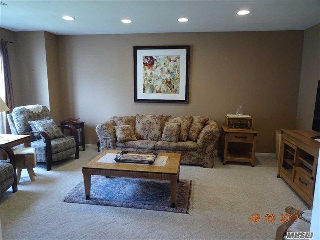 210 E Fairfield Dr, Holbrook, NY 11741 (MLS #2938609) :: Keller Williams Homes & Estates