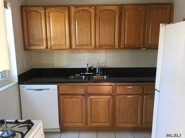 147-35 68 Dr A, Kew Garden Hills, NY 11367 (MLS #3074823) :: Netter Real Estate