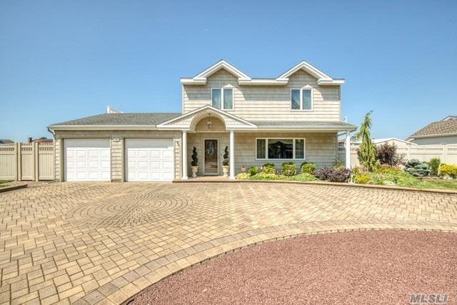 25 Shore Dr, Copiague, NY 11726 (MLS #3135370) :: Netter Real Estate