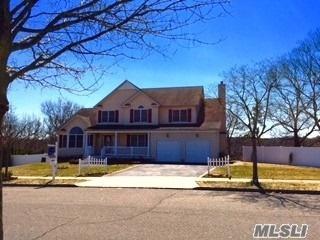 7 Manor Pl, Smithtown, NY 11787 (MLS #3068228) :: The Lenard Team