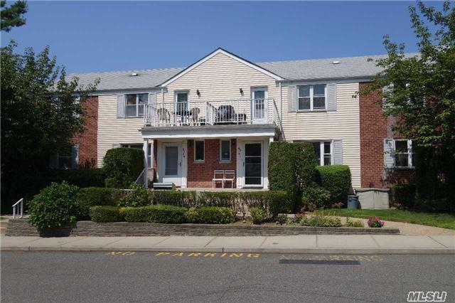 67-31 Cloverdale Ln Duplex, Bayside, NY 11364 (MLS #2961092) :: The Lenard Team