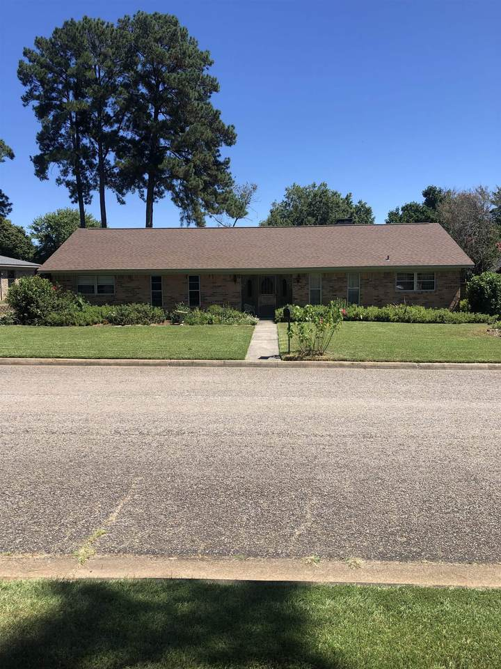 304 Country Club Dr. - Photo 1