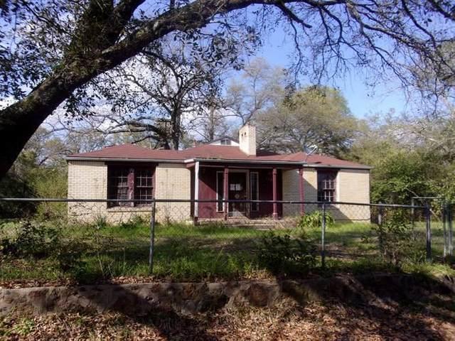 1200 Dogwood St, Henderson, TX 75662 (MLS #20201292) :: RE/MAX Professionals - The Burks Team