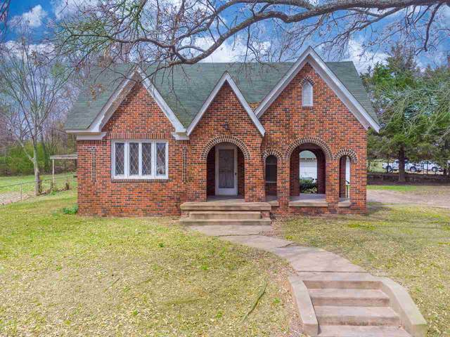 233 E Broadway Ave, Gladewater, TX 75647 (MLS #20211179) :: Better Homes and Gardens Real Estate Infinity