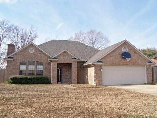 200 Ravenwood, Henderson, TX 75654 (MLS #20212814) :: Better Homes and Gardens Real Estate Infinity
