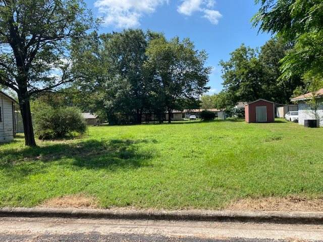 1315 W 6th Street, Mt. Pleasant, TX 75455 (MLS #20205515) :: Better Homes and Gardens Real Estate Infinity