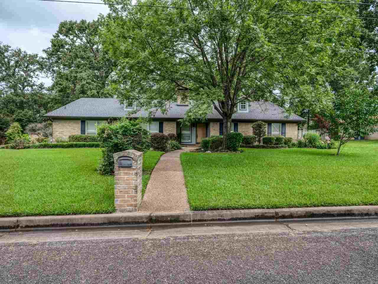 1607 Willowview St. - Photo 1