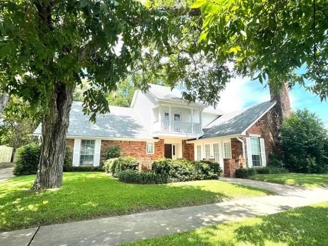 202 W Main, Atlanta, TX 75551 (MLS #20214001) :: Wood Real Estate Group