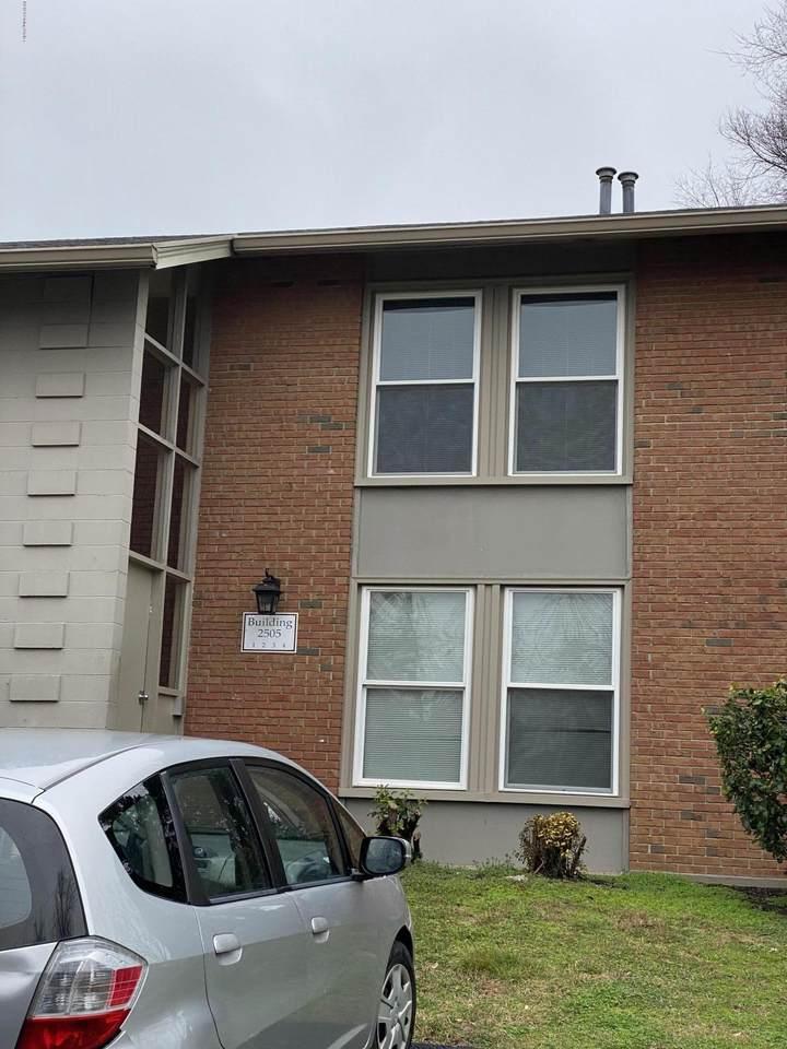 2505 Lindsay Ave - Photo 1