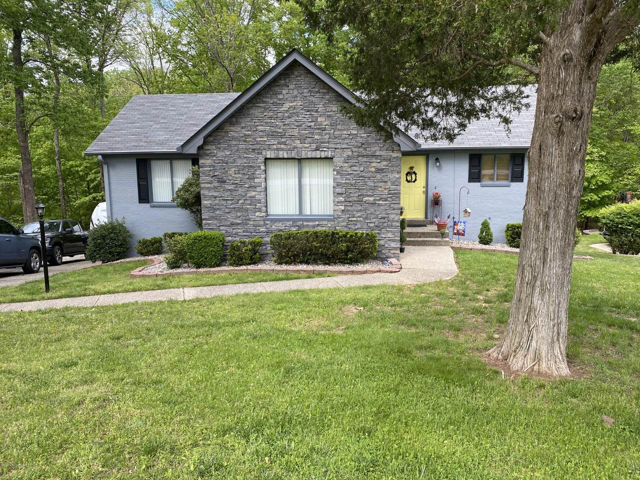 198 Strawberry Hill Dr - Photo 1