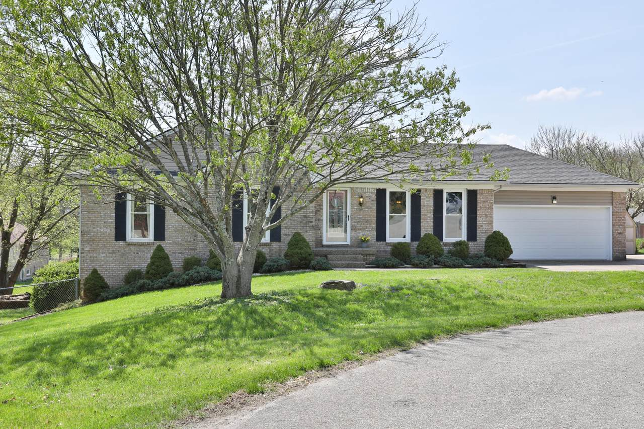 1100 Meadow Ct - Photo 1